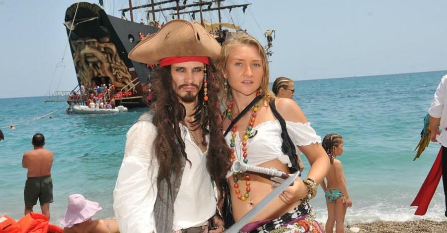 Пиратская яхта в Мармарисе