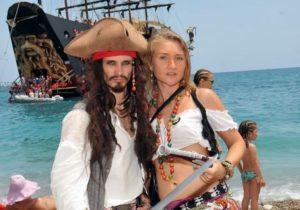 Пиратская яхта в Ичмелере